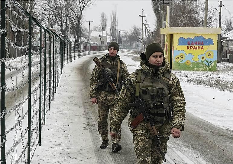 Украинские пограничники на пункте пропуска «Милово» на границе Луганской области