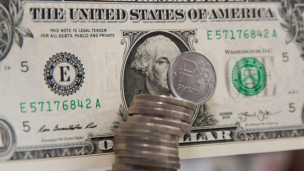 Доллар дорожает на геополитических рисках и слабой нефти