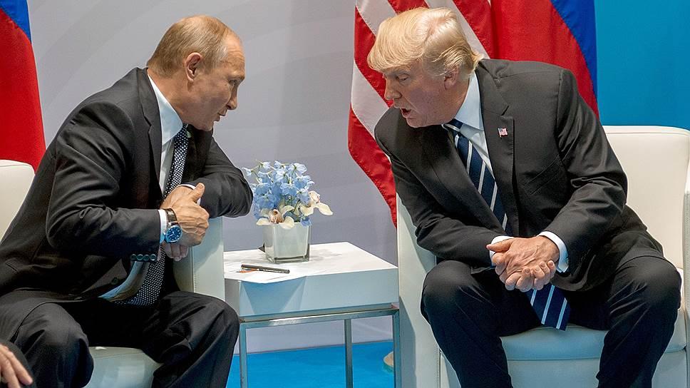 К Дональду Трампу полезли за словом в карман / Демократы хотят узнать подробности переговоров президента США с Владимиром Путиным
