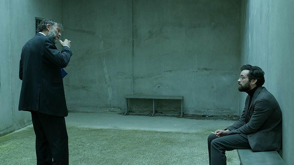 Полицейский Висконти (Венсан Кассель) подозревает учителя (Ромен Дюрис) пропавшего мальчика только ради собственного удовольствия