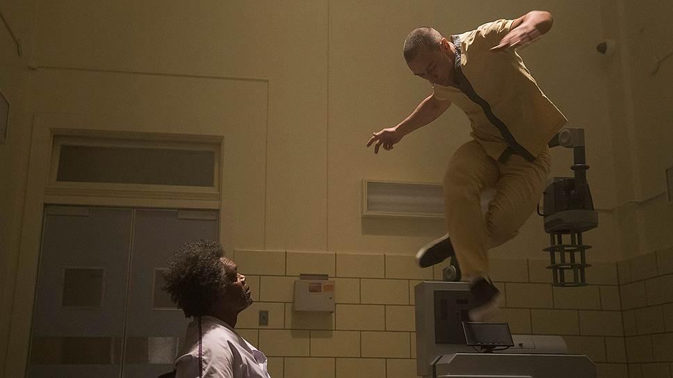 Сверхспособности героев фильма оказываются фактом не столько медицинско-биологическим, сколько психиатрическим