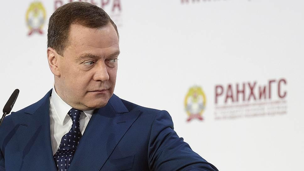 Дмитрий Медведев пообещал предпринимателям, что процесс ликвидации ненужных требований к ним не растянется бесконечно и затронет больше документов, чем ожидалось
