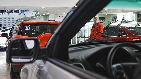 Автопродажи разогнались на инфляции // В денежном выражении рынок вышел на докризисный уровень