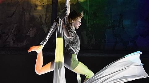 Выход на стену // «Пассажиры» цирка «7 пальцев» на сцене Театра мюзикла