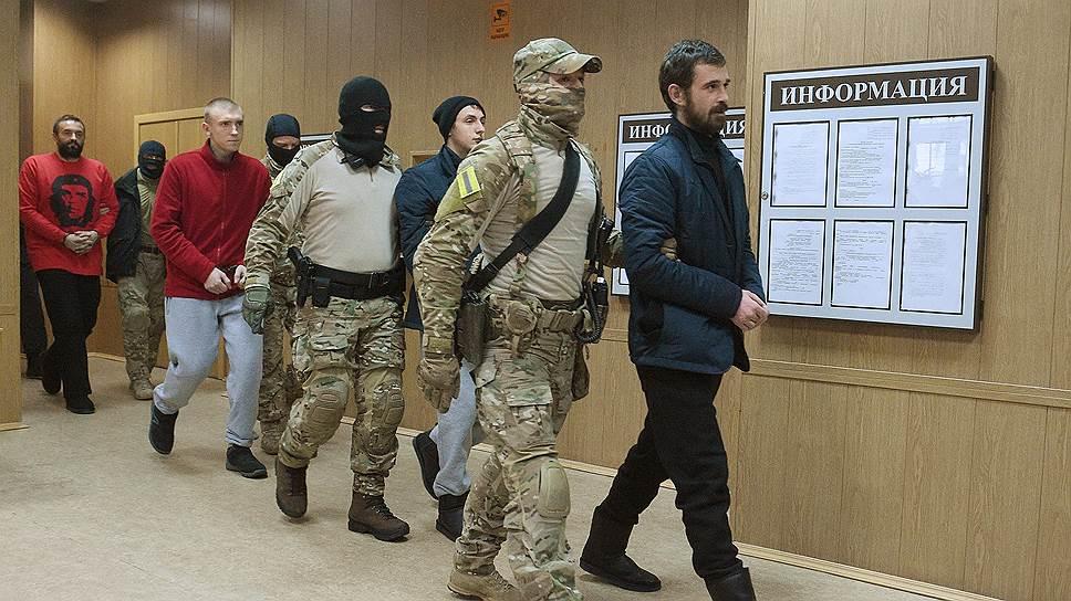 Главное требование резолюции ПАСЕ — «немедленно освободить украинских военнослужащих и обеспечить предоставление им необходимой медицинской, юридической и консульской помощи» на основании «международного гуманитарного права, включая Женевские конвенции»