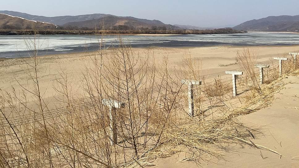 Река Туманная на границе между Китаем и КНДР