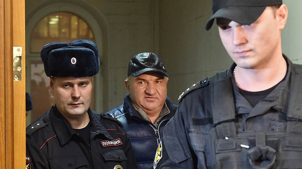 Как вслед за сенатором Арашуковым арестовали его отца и брата