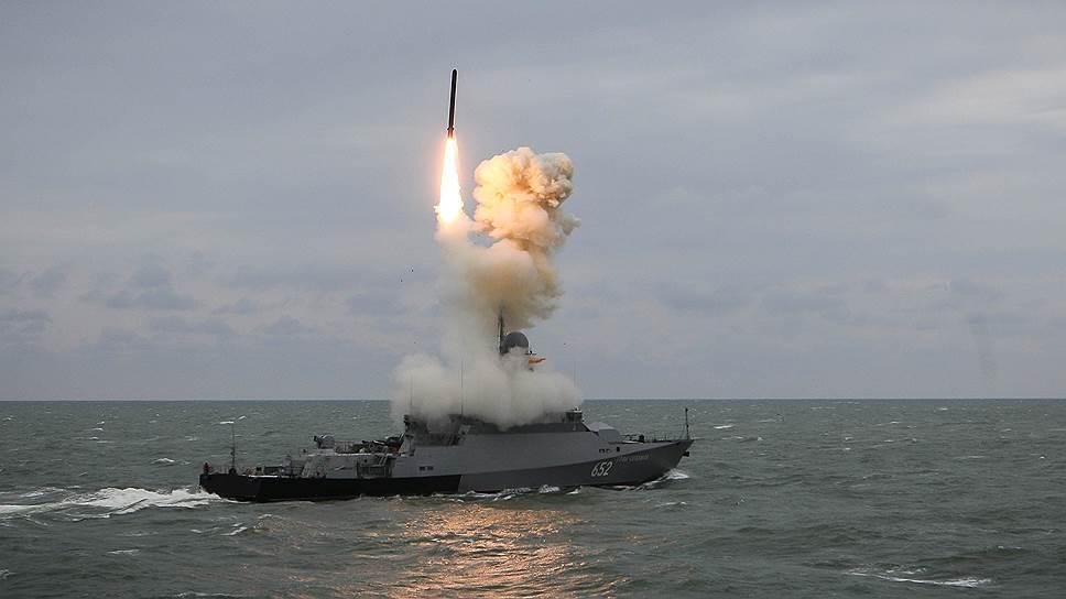 Одной из ответных мер Москвы на выход США из ДРСМД станет разработка сухопутного варианта ракеты морского базирования «Калибр» (на фото)