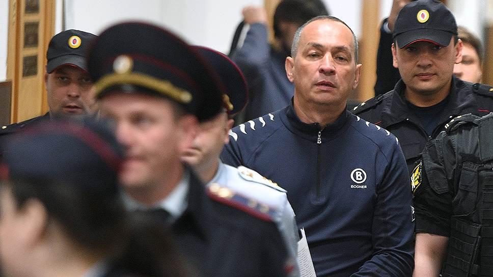 Александр Шестун, полагает следствие, призывал предпринимателей жертвовать деньги, чтобы получать откаты