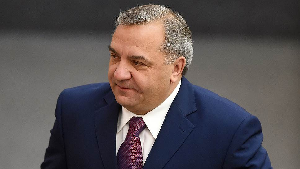 Бывший глава МЧС Владимир Пучков стал советником президента ОАК