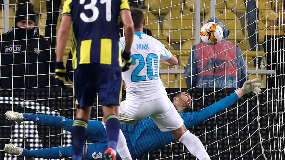 У «Зенита» был стопроцентный шанс забить мяч в ворота «Фенербахче», но Роберт Мак не сумел реализовать пенальти