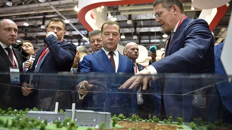 Дмитрий Медведев сообщил в Сочи губернаторам: согласие правительства о будущих точках роста экономики достигнуто и зафиксировано стратегией территориального развития