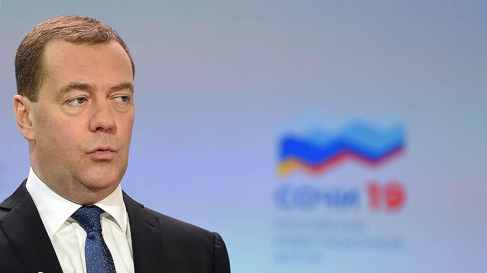 По словам премьер-министра Дмитрия Медведева, правительству для более эффективной борьбы с бедностью нужна не ее «обезличенная картина», а точный «социальный портрет»