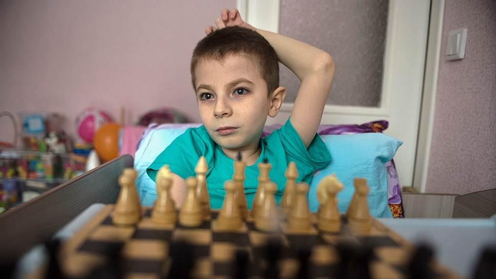Егор хочет создать гипердвигатель и победить соперников в шахматном кружке