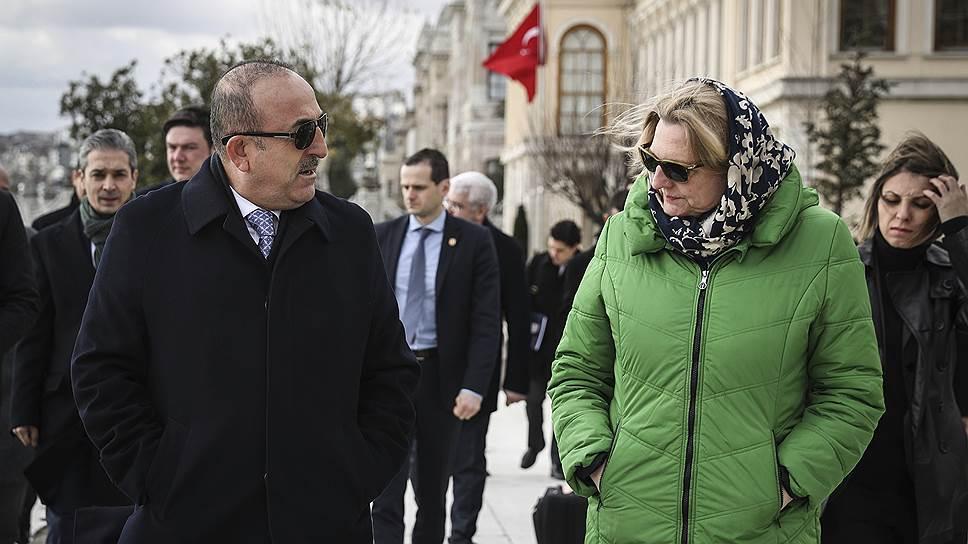 Министр иностранных дел Турции Мевлют Чавушоглу и министр иностранных дел Австрии Карин Кнайсль