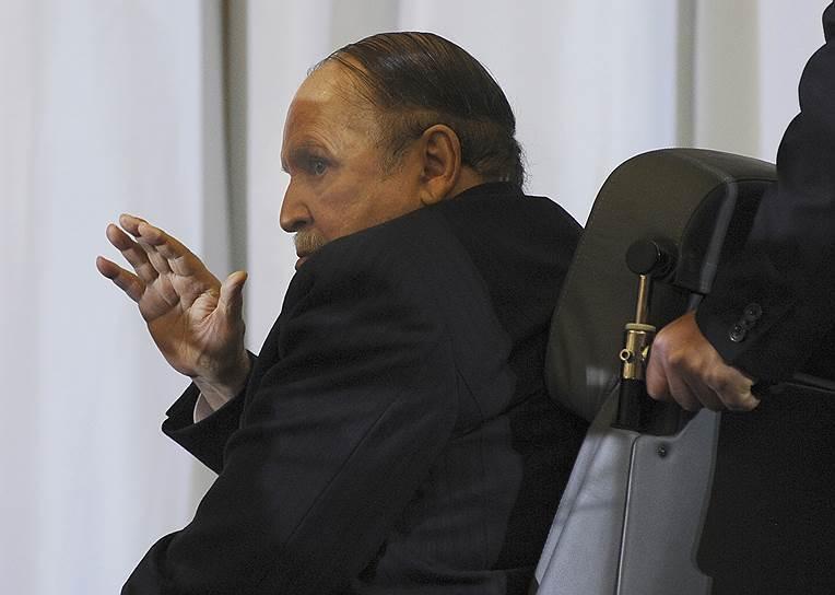 Абдель-Азиз Бутефлика, правивший страной два десятилетия, готов попрощаться с Алжиром
