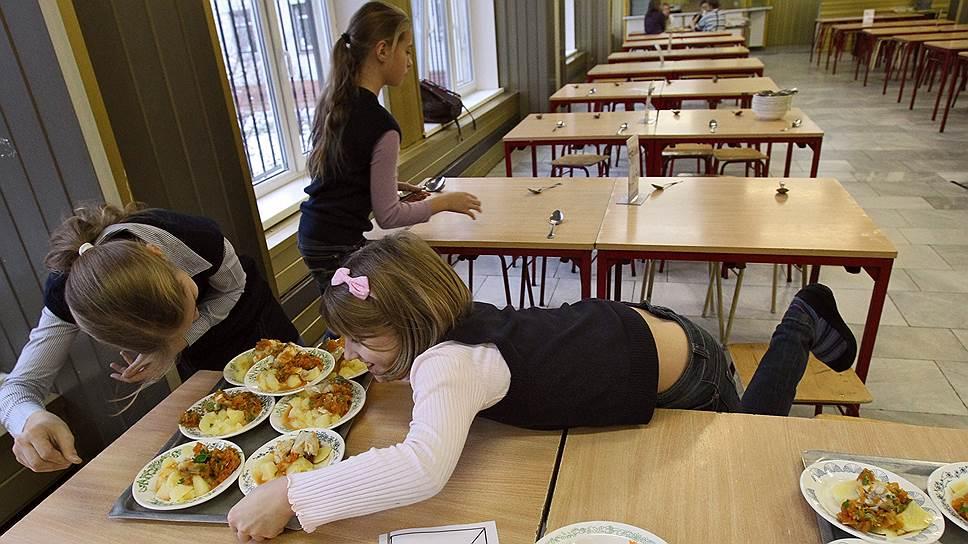 Контроль качества еды в школах и детских садах может дорого обойтись производителям и поставщикам продуктов
