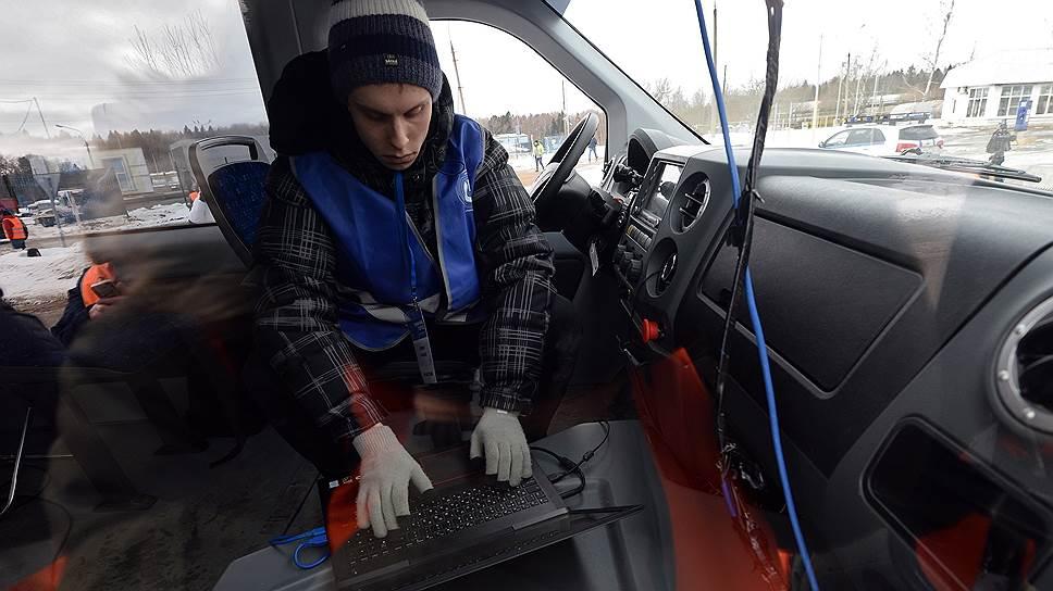 Проверку безопасности беспилотных автомобилей, как считают эксперты, должно оплачивать правительство РФ