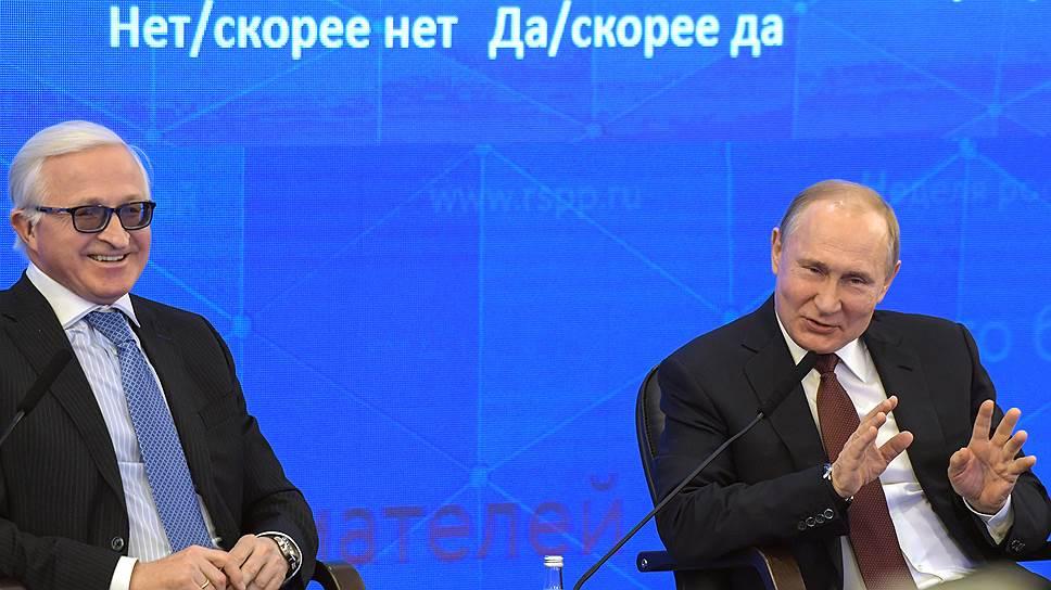 Владимир Путин во время пленарного заседания на съезде РСПП был не очень многословен, в отличие от закрытой части, с членами бюро РСПП (слева глава РСПП Александр Шохин)