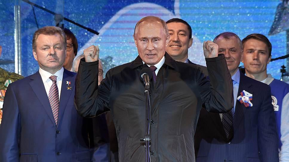 Президент России Владимир Путин переживал на митинге-концерте