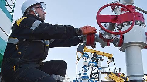 Налоговый маневр обходит пошлину // Правительство корректирует увеличение нагрузки на нефтяную отрасль