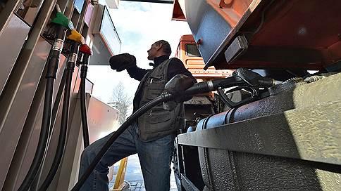 Бензину облегчат социальную нагрузку // Белый дом увеличит компенсации нефтекомпаниям