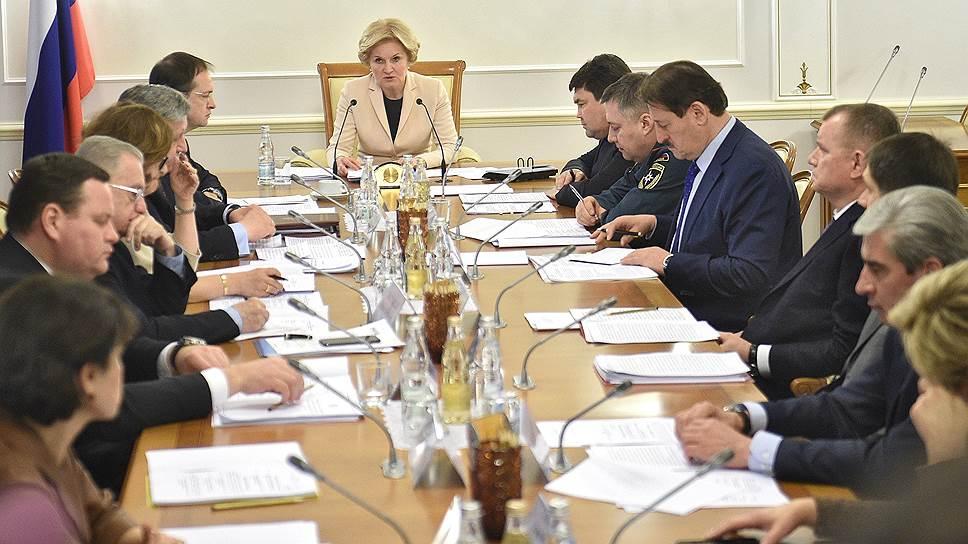 Совещание по вопросам, связанным с обеспечением охраны музейных предметов. Во главе стола — вице-премьер Ольга Голодец