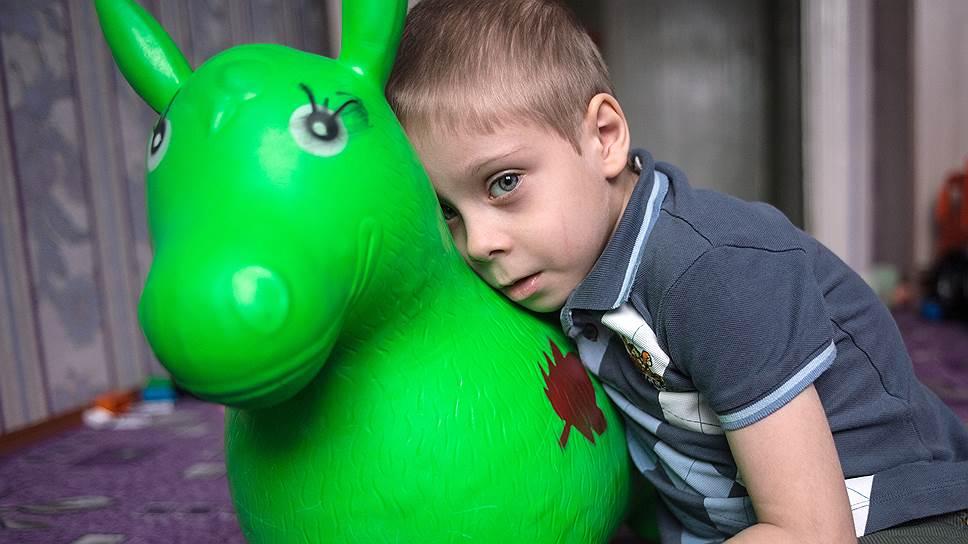 Все лечение, которое за свои шесть лет Макс успел получить, он получил благодаря маме, а не местным врачам