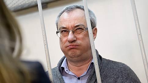 Вячеславу Гайзеру выставили счет строгого режима  / В прениях сторон обвинение уложилось в один день, адвокатам понадобится две недели