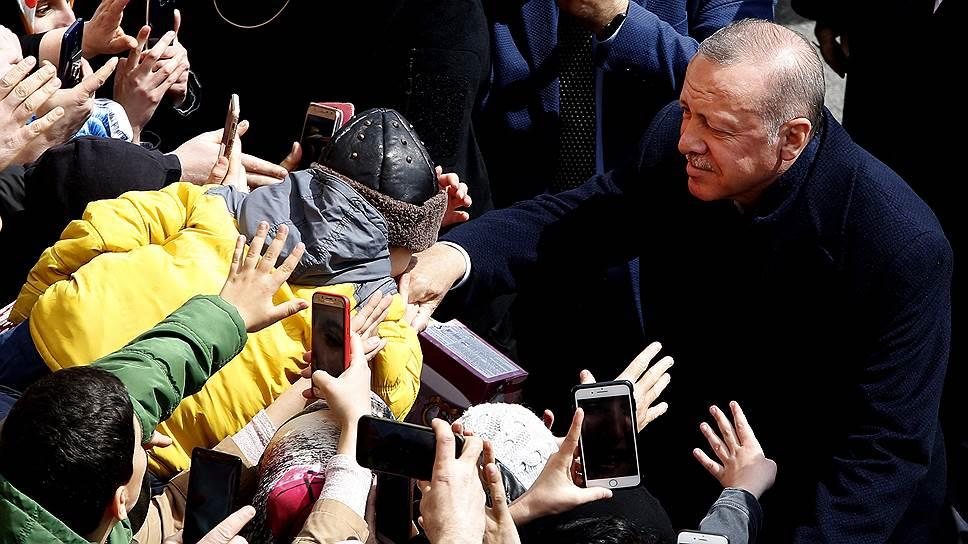 Президент Турции Реджеп Тайип Эрдоган переоценил силу народной любви к нему и его партии