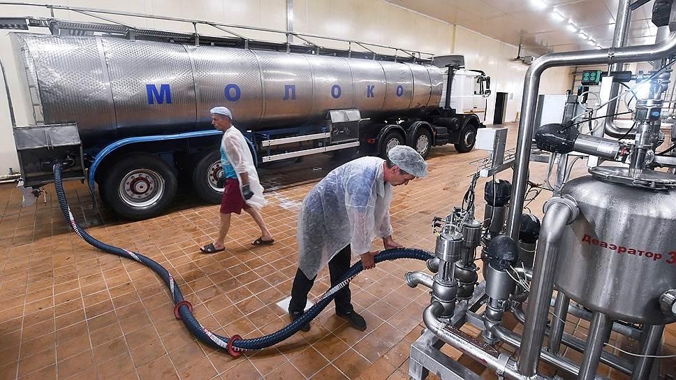 Белорусское молоко снова подключают к хозяйственным и политическим спорам Москвы и Минска
