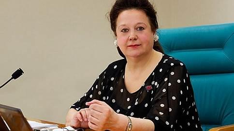 ЦК КПРФ задабривает женщину  / Партия пытается избежать конфликта перед выборами губернатора Сахалина