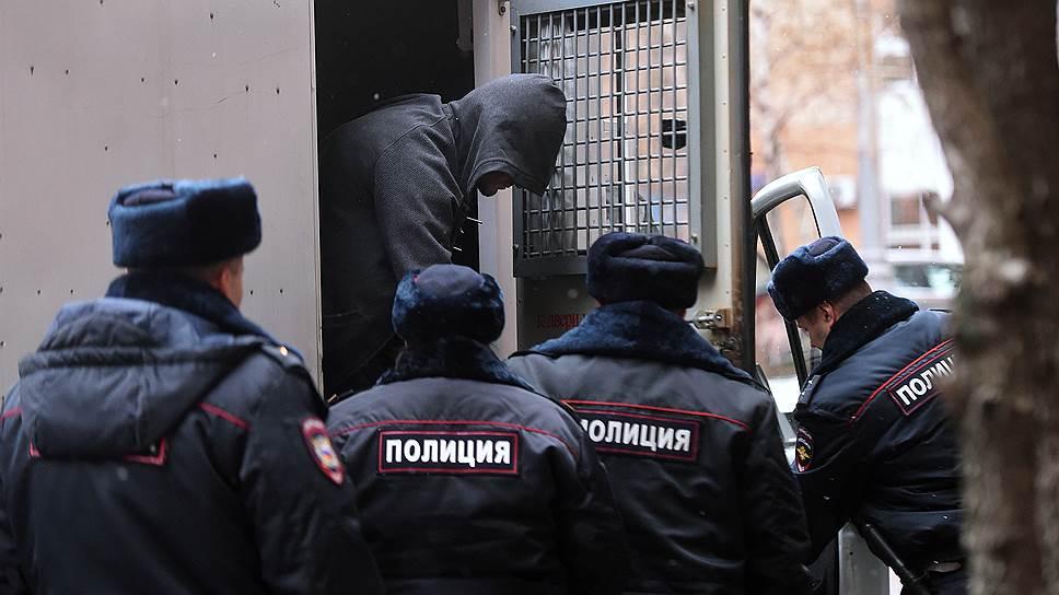Обвиняемый по делу о перестрелке в «Москва-Сити» Эльдар Хамидов (в центре)
