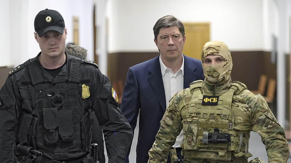 «Онегин», добрый их приятель / Бывшего владельца «Югры» Алексея Хотина приняли не в камере, а в ЖК
