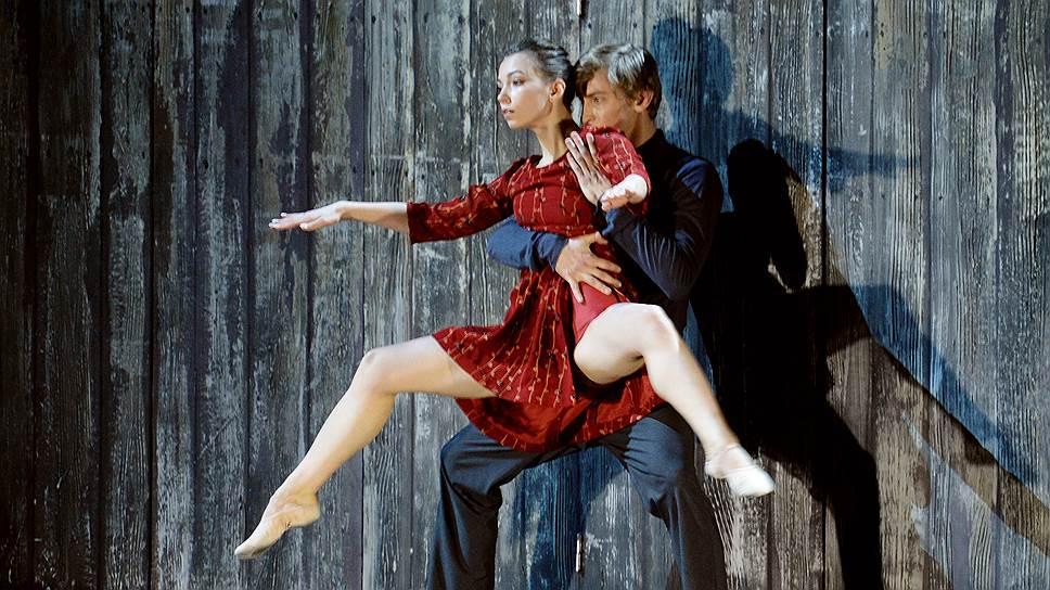 Одна из героинь «Прогулки сумасшедшего», Елена Соломянко, оказалась в плену у техники (на фото — с Германом Борсаем)