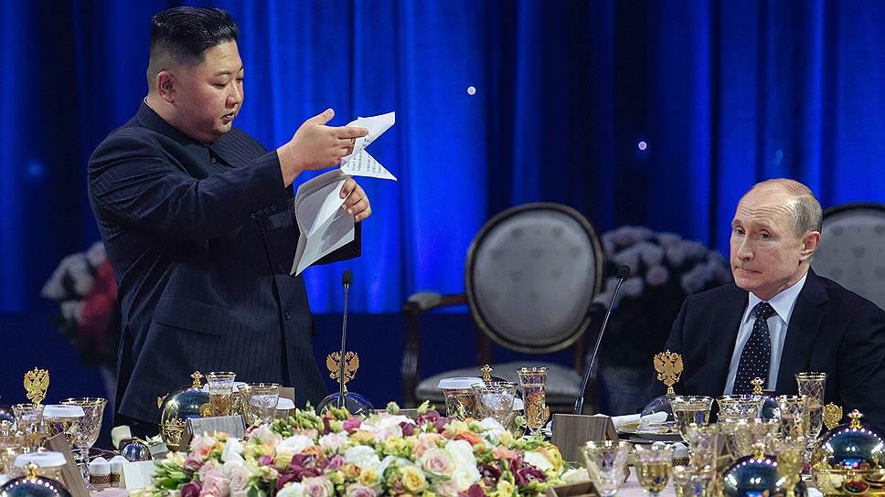 Тост северокорейского лидера был длинен и цветист, Ким Чен Ын не хотел упустить из него ни слова, поэтому честно зачитал от начала до конца