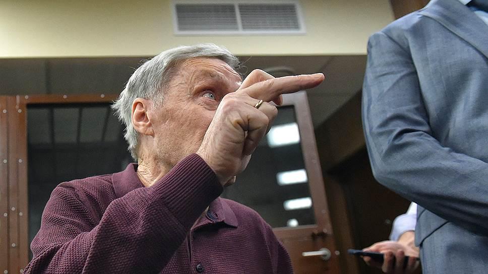 Виктор Захарченко за незаконно полученные 4,9 млн руб. получил четыре года колонии