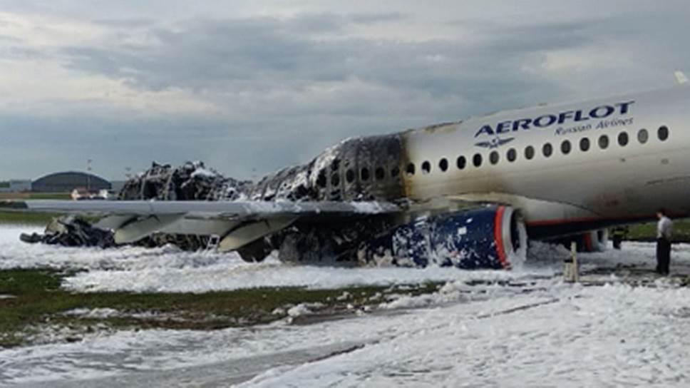 Аварийная посадка Superjet в Шереметьево привела к пожару и гибели людей