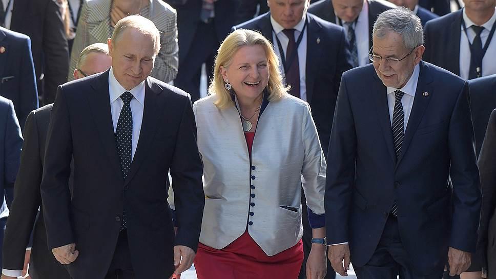 Министр иностранных дел Австрии Карин Кнайсль в какой-то момент полностью овладела переговорным процессом