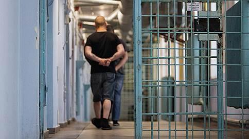 Заключенные смогут пожаловаться на пытки в суд  / Правительство пересматривает права содержащихся под стражей