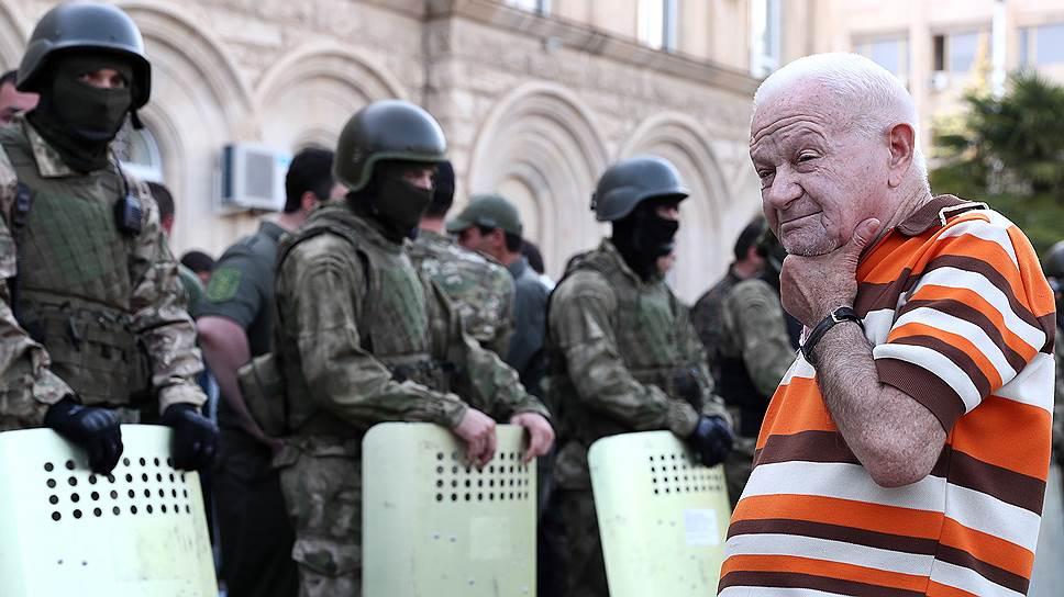 Власти Абхазии утверждают, что продолжающиеся в республике протестные акции «могут отпугнуть многих отдыхающих»