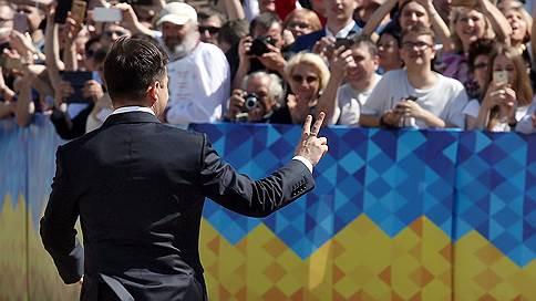 Владимир Зеленский налаживает связь с народом // Новый президент Украины хочет разговаривать с согражданами по-новому