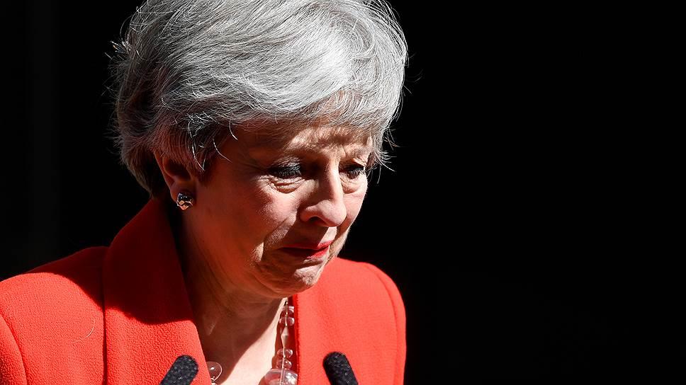 Благодаря однопартийцев и сограждан за «возможность служить любимой стране», премьер Великобритании Тереза Мэй не смогла сдержать слез