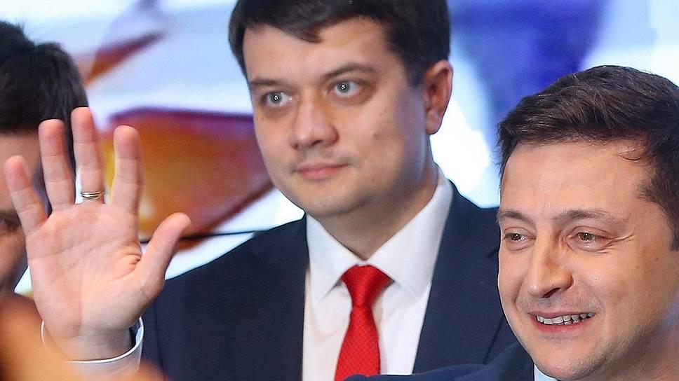 Уверенно победивший на президентских выборах Владимир Зеленский теперь рассчитывает, что такого же успеха на парламентских выборах добьется его партия «Слуга народа»