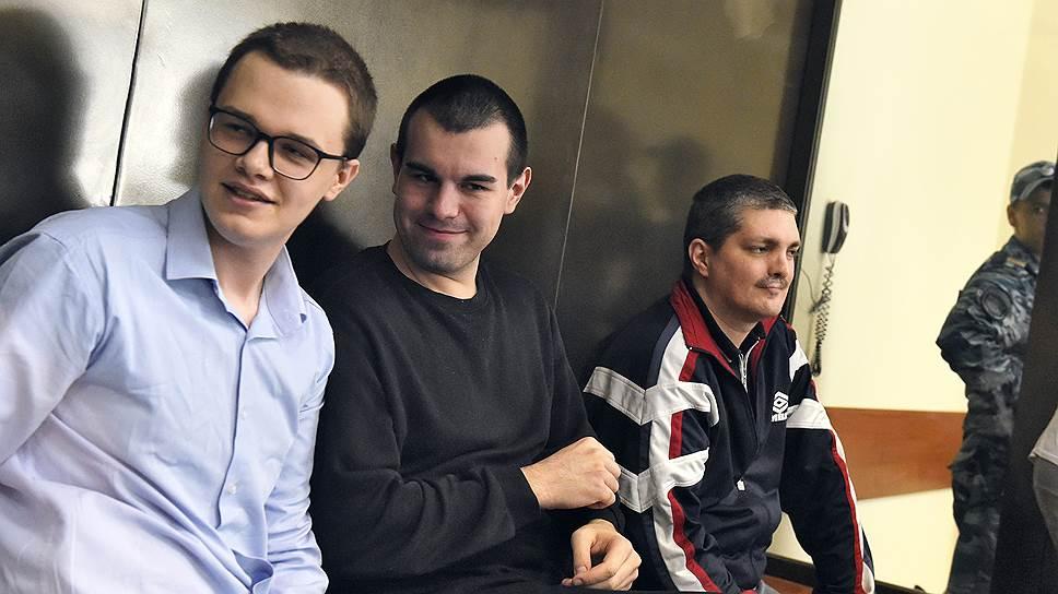 Просьбу Вячеслава Крюкова, Руслана Костыленкова и Петра Карамзина (слева направо) перевести их под домашний арест суд не удовлетворил