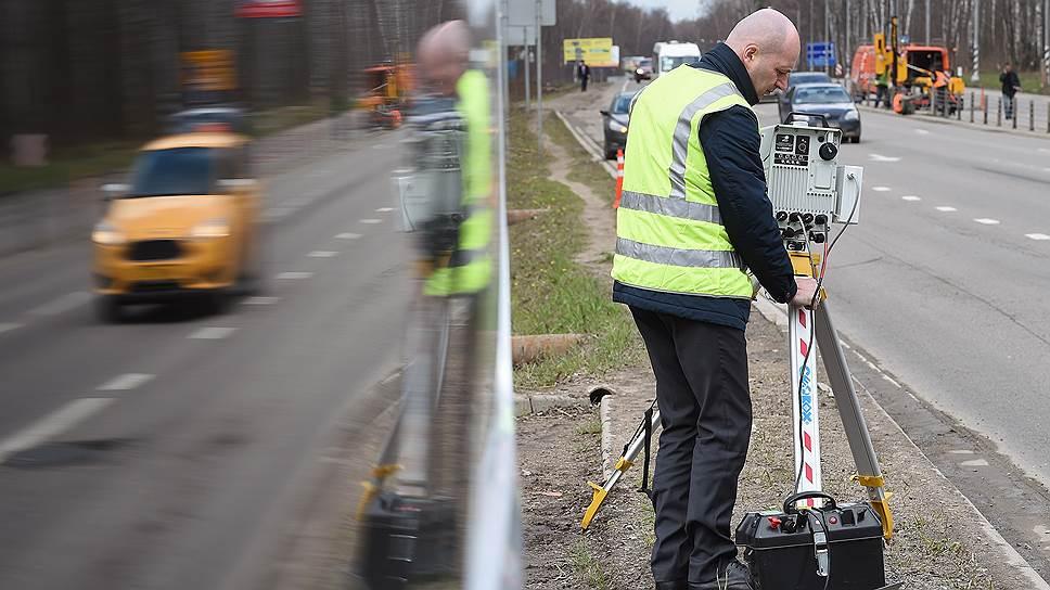 Мобильные камеры на треногах нужно обозначать предупреждающими табличками, считают общественники и правозащитники