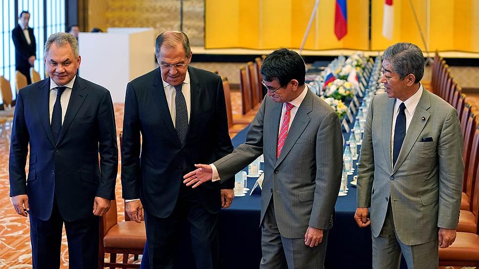 Хозяева министерской встречи «2+2» в Токио были по-японски вежливы с Сергеем Шойгу и Сергеем Лавровым, но по принципиальным вопросам позиций сдавать не собирались