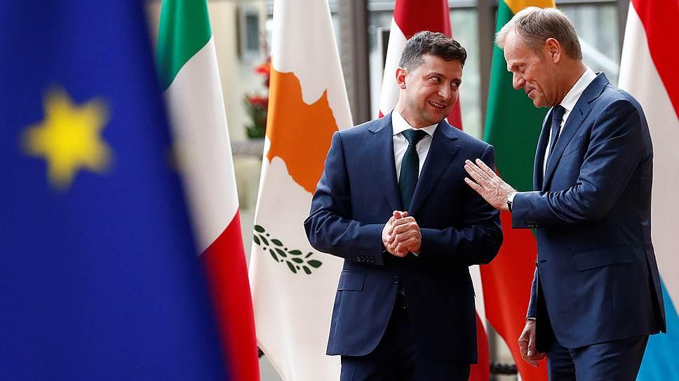 Президент Украины Владимир Зеленский нашел общий язык со своими собеседниками в руководстве ЕС (справа: председатель Европейского совета Дональд Туск)
