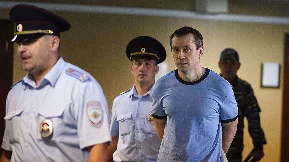 Оправдание по одному из эпизодов уголовного дела не спасло Дмитрия Захарченко (справа) от длительного срока