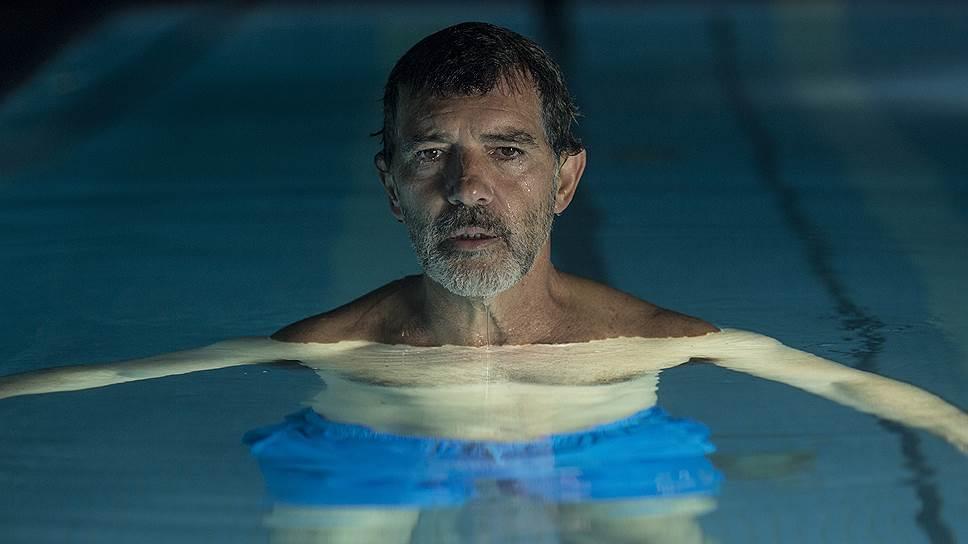 Антонио Бандерасу Альмодовар доверил автобиографическую роль пожилого кинорежиссера Сальвадора